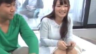 MM号で彼氏だけ外に出して童貞先輩と中出しするエロ動画