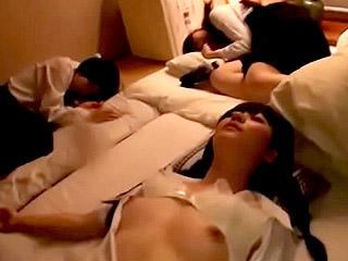 女子校生に睡眠薬を飲ませて昏睡中出しレイプするエロ動画