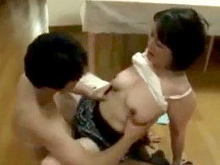 50代巨乳熟女が娘の婚約者に襲われてレイプされるエロ動画