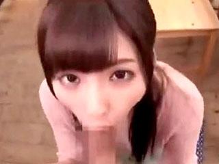綺麗なお姉さんが2本のチンコを手コキフェラするエロ動画
