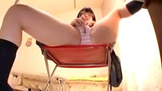 制服姿の美少女がオナニーする姿を隠し撮りしたエロ動画