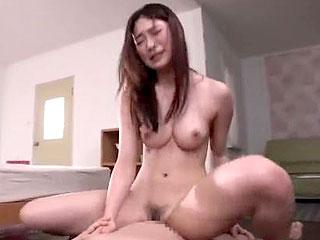 巨乳お姉さんがエロ過ぎる腰フリの騎乗位セックスをするエロ動画