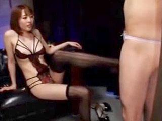 淫乱美女本田岬がM男を目隠し拘束して弄ぶ痴女プレイのエロ動画