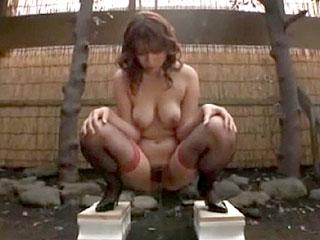 欲求不満で変態の巨乳熟女荒木瞳がSM調教プレイをするエロ動画