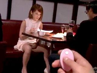 美人CAがストーカーに脅され彼氏の近くでレイプされるエロ動画