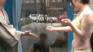 素人のカップルにMM号で野球拳させて隠し撮りしたエロ動画