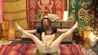 アジアン風のマッサージ店で巨乳の美女がハメられ中出しされる隠し撮り