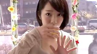 美人の人妻にクスリを飲ませキメセクで痙攣ガチイキさせる素人えろ動画
