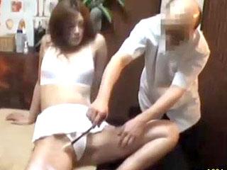 某整体院で素人がマッサージ師にクスリを使われキメセクする隠し撮り