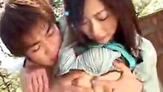 美人のお姉さんがイケメンの男と野外で濃密なセックスする青姦動画