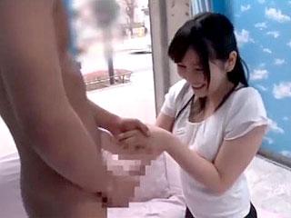 リクスー着た美人のOLに童貞の初体験SEXをしてもらう素人えろ動画