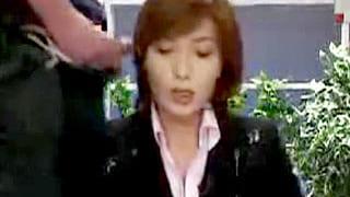 ニュースを読む美人キャスターにぶっかけまくるエロ動画
