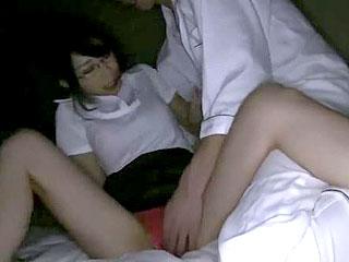Iカップ巨乳のメガネ人妻にぶっかけ中出しするエロ動画