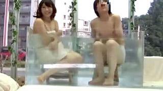 大学生の素人カップルに混浴させモニタリングするエロ動画