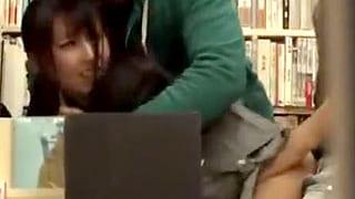 書店で真面目そうなJKを中出し輪姦レイプするエロ動画