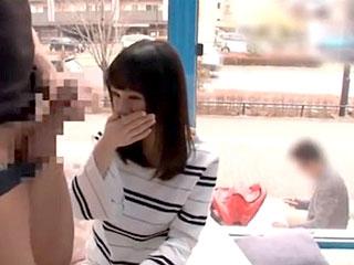 幸せな夫婦の人妻に半ば強引にセックスして中出しするエロ動画