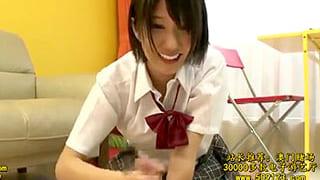 エッチな女子高生が男子にフェラや手コキして射精させるエロ動画