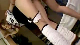 スカート短すぎてパンツ丸見えのJKと援交のSEXで中出しする動画