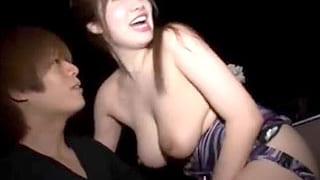ハッスルタイム中にセクキャバ嬢とどさくさでSEXして中出しする動画