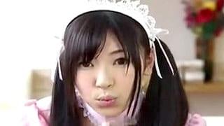 フェラごっくんするメイドのコスプレした美少女のエロ動画
