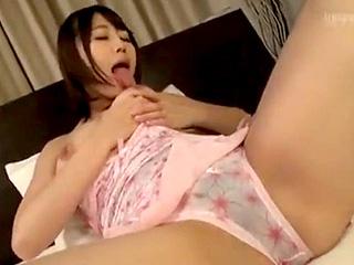 巨乳のママがオナニー見ていた息子と近親セックスするエロ動画
