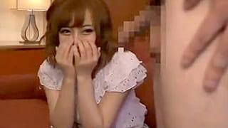 素人の女子大生に素股させてなし崩しにセックス敢行するエロ動画