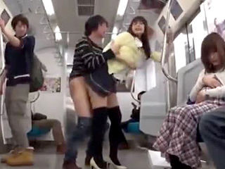 電車の中で美人のOLを襲いレイプして中出しするエロ動画