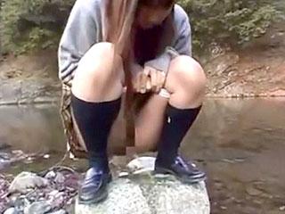 【野外露出★変態JK】人気の無い川原でミニスカのめちゃカワ変態JKにオシッコさせたあと制服ヌギヌギ全裸にさせてスク水に生着替えwwスク水姿でフェラチオしてもらったら興奮し過ぎて口内発射しちゃいましたwww|おなコレ★シコれるアダルト動画