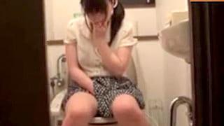 介護疲れで欲求不満な人妻が男性ヘルパーを誘惑するエロ動画
