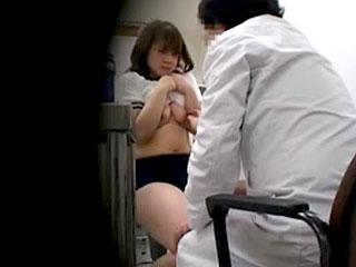 ブルマ姿の女子高生に身体検査でセクハラする盗撮のエロ動画