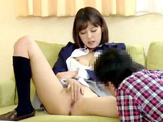 激カワな美少女がイジメられっ子の童貞を筆卸しするエロ動画