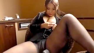 素人のOLのパンスト裂いて着衣で中出しセックスするエロ動画