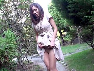 主婦の人妻と不倫旅行でリモバイ羞恥やハメ撮りSEXで中出しする動画