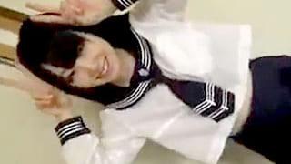 セーラー服着たお嬢様系のJKと援交のSEXで中出しする個人撮影