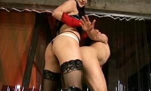 【エロ動画】女王様にペニバンで犯され雌イキするM男