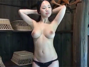 【エッチ動画】ドスケベ巨乳美女と露天風呂でハメ撮り