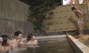 【北川エリカ】混浴露天風呂でフル勃起チンポに目が釘付け
