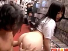 DVDショップで他のお客さんに見られながらの公開SEX
