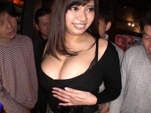【笹宮えれな】爆乳ギャルがネカフェで男たちを抜きまくる