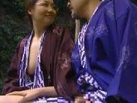 若妻が中年男と温泉旅行で不倫SEXするヘンリー塚本の動画