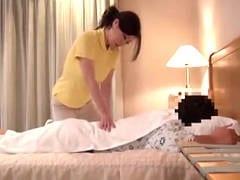 爆乳の熟女マッサージ師が客に強引にハメられる盗撮エロ動画
