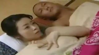 弟と生ハメする戦災未亡人の兄嫁wヘンリー塚本のエロ動画