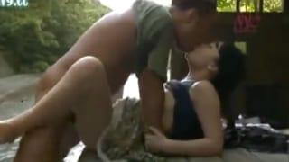 昭和情緒漂う真夏の清流で人目を避けるように男と女が不倫し捲るヘンリー塚本エロ動画