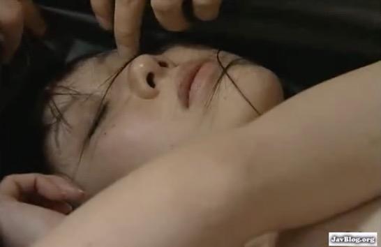 昔の女を鞄に詰め拉致し眠らせ中出しレイプするヘンリー塚本