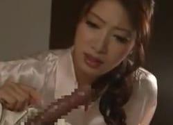 夢精する息子を目前にし暴走するお母さん(小早川怜子)!フェラ&腰を振り捲る近親相姦