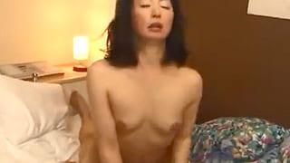 ナンパした五十路の素人女がヨダレを垂らしイキ捲るエロ動画