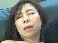 不倫願望を抱く奥さんのイキ顔がたまらなく最高なエロ動画