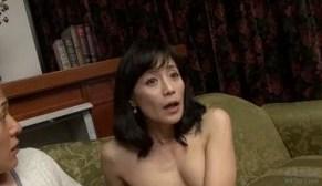 熟女ならではの黒乳首に欲情する甥と叔母SEX熟女エロ動画
