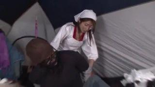 黒人ホームレスを慰安訪問する篠田あゆみがメガチンポに中出し