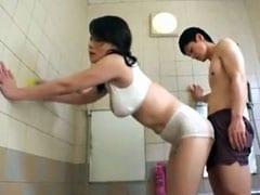 巨乳叔母が風呂場で素股し夫の目を盗み近親相姦SEXに耽る